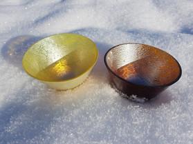 Golden and bronze bowls / Zlata in bronasta skodelica
