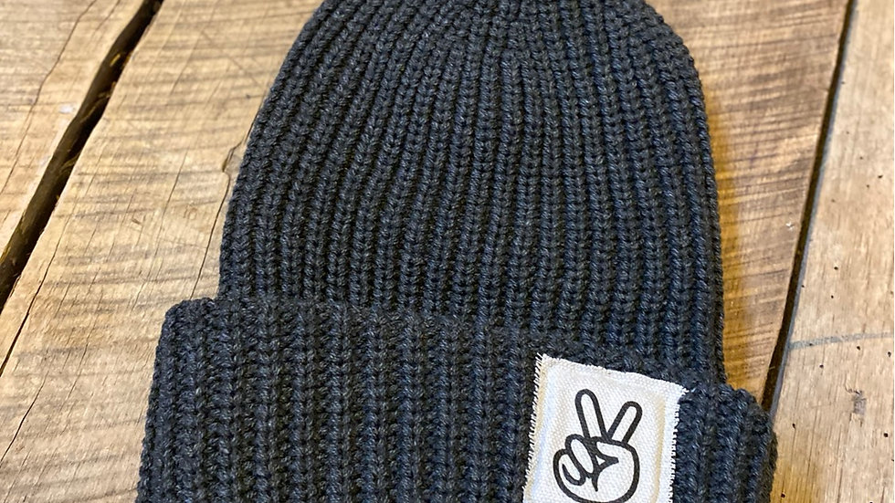 PEACE PATCH DARK GRAY BEANIE
