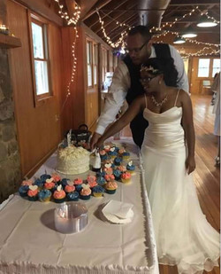 WeddingCakeAndCupcakes