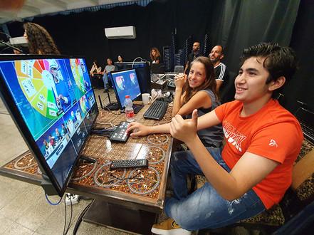 شبيبة مركز آ-كات يصورون برنامج تلفزيوني مجتمعي في المركز الجماهيري اسوار عكا