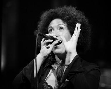 Evelyn Sings