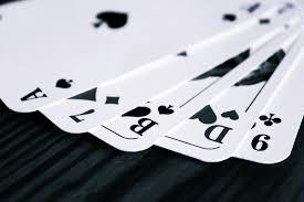 Con un mazzo di carte in mano - Zita Dazzi