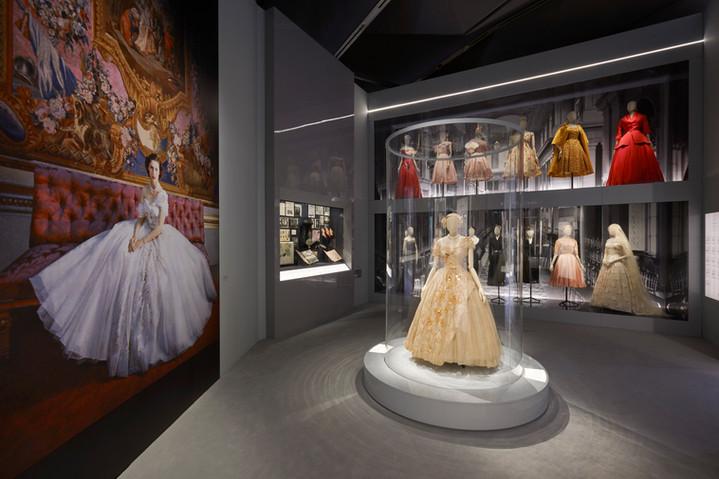 Christian Dior: le V&A de Londres dédie une exposition magistrale au couturier français