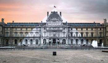 JR fait disparaître la pyramide du Louvre !