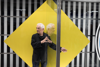 Daniel Buren dévoile son installation permanente dans le métro de Londres