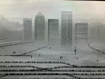 L'artiste Michal Rovner inaugure un portrait vidéo de Londres dans la gare de Canary Wharf. Renc