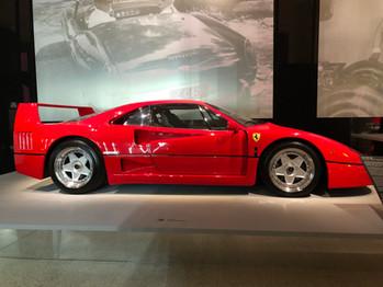 Des Ferrari estimées à £140 millions au Musée du Design