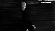 Interview avec Pierre Soulages, peintre de L'outrenoir à l'honneur au musée du Louvre
