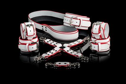 Set Angelica : Handcuffs, Ankle Cuffs, Collar, Leash, 4 Point Hog Tie