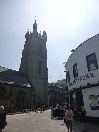 Owain Glyndwr Pub and St. John the Baptist Church, Cardiff