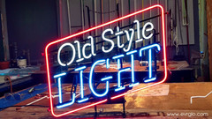 OLD_STYLE_LIGHT_NEON_BEER_SIGN.jpg