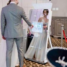 Astro-Mirror-photo-booth.jpg