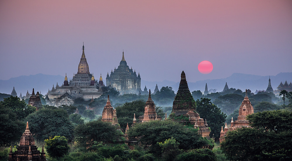 Sunset overlooking the Anada and Thabanyu Buddhist temples in Bagan