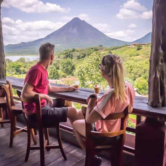 Travel-in-Costa-Rica-Arenal-Volcano-986x