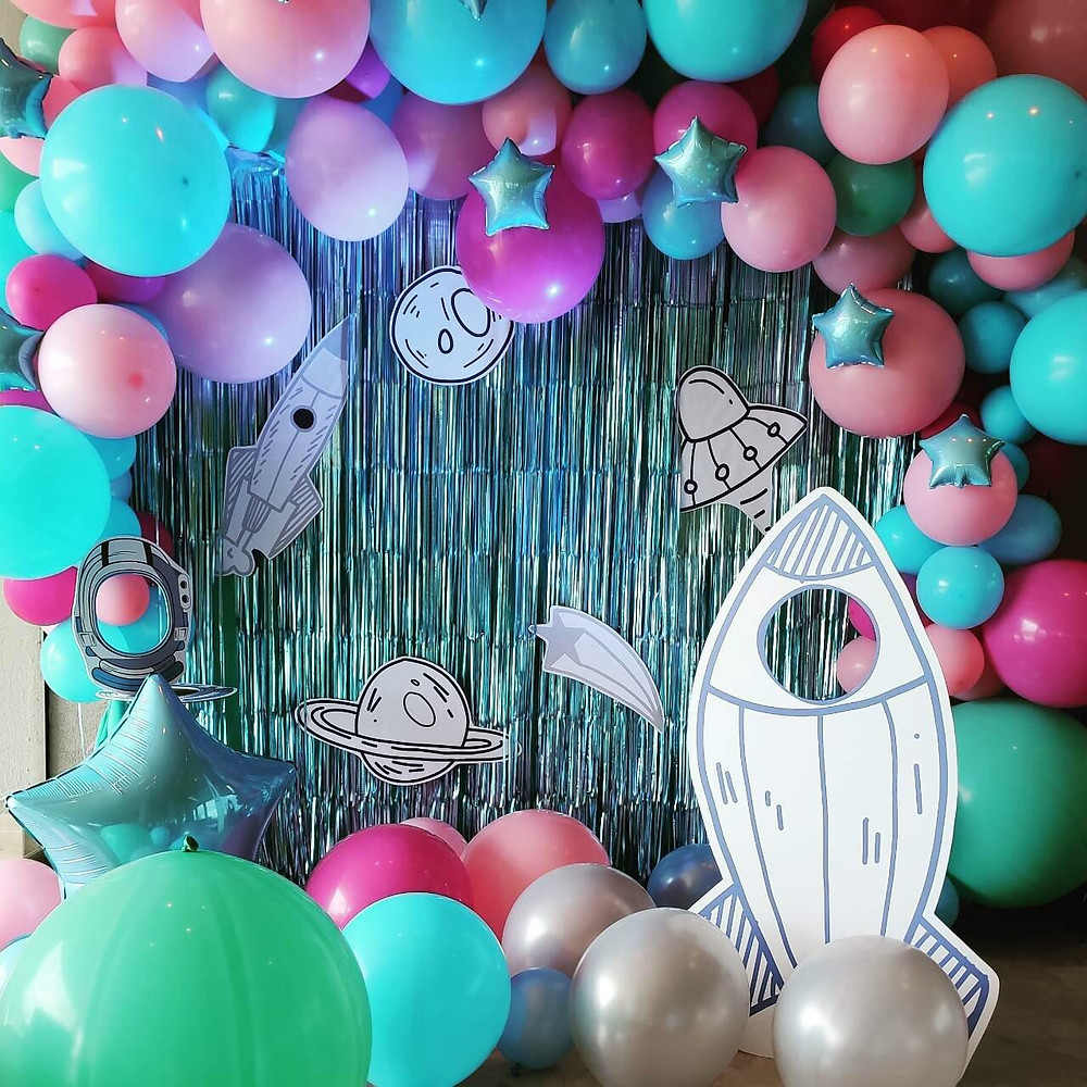 event birthday party barcelona balloons rocket decoration