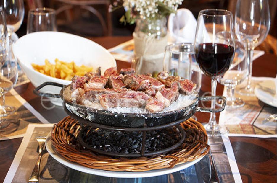 event barcelona restaurant meat dish