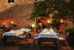 event barcelona restaurant garden green outdoor