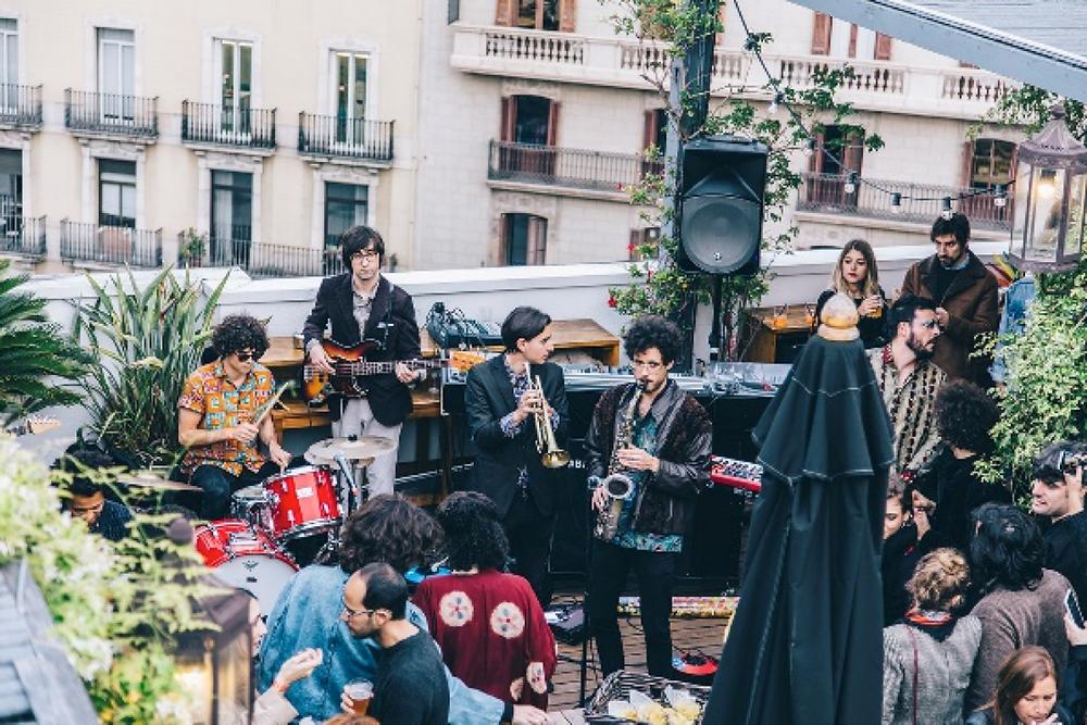 event bar patio barcelona garden drinks live music saxophone