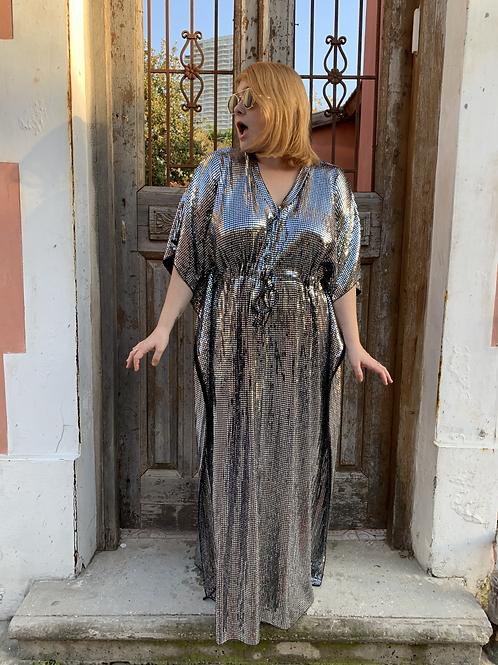 שמלת אלוקית היא -כסף דיסקו