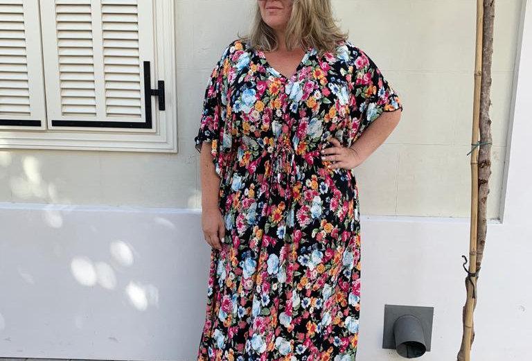 שמלת אלוקית היא -פרחים צבעוני