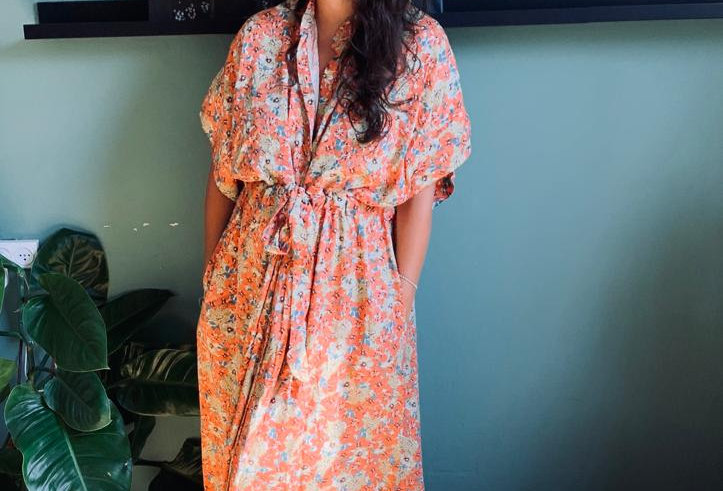 שמלת תראו אותה - אפרסק פרחוני