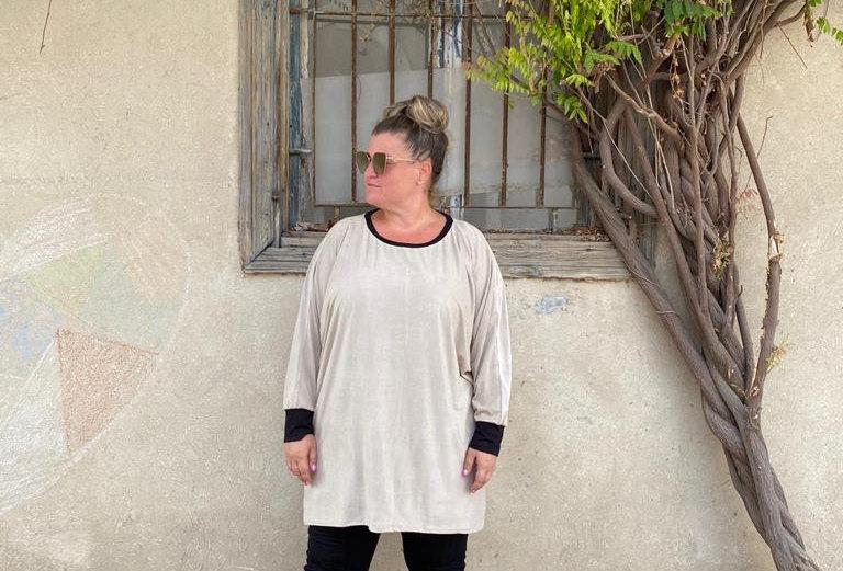 חולצת אובר דראפט - אבן קרם דמוי זמש