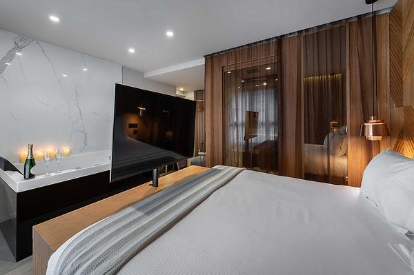 9Hotel-Paquis---Suite-Helvetia-1.jpg