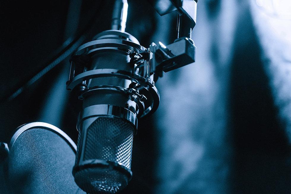 Lauten Audio Eden Microphone In Studio