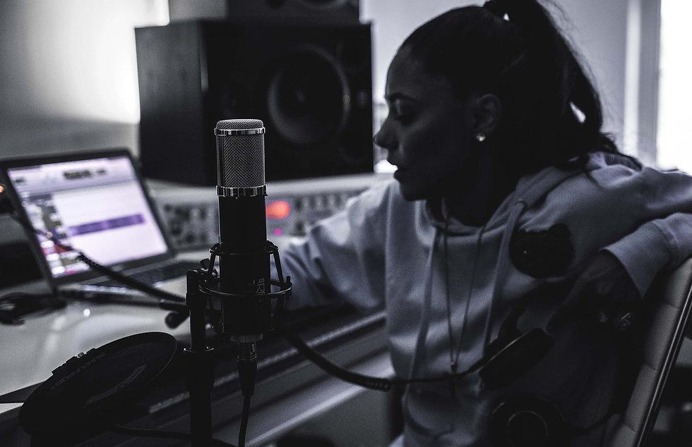 Lauten Audio LA-320 with Artist AdELA