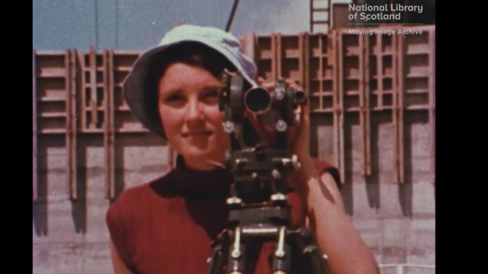 """Screenshotter--Vimeo-BridgingTheGapVisualMaterialManandWomanofTomorrow-4'30"""".jpg"""