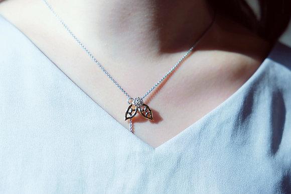 """""""Bee"""" Y simple necklace"""