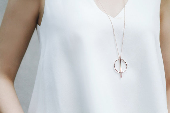 Less is more collection circle necklace
