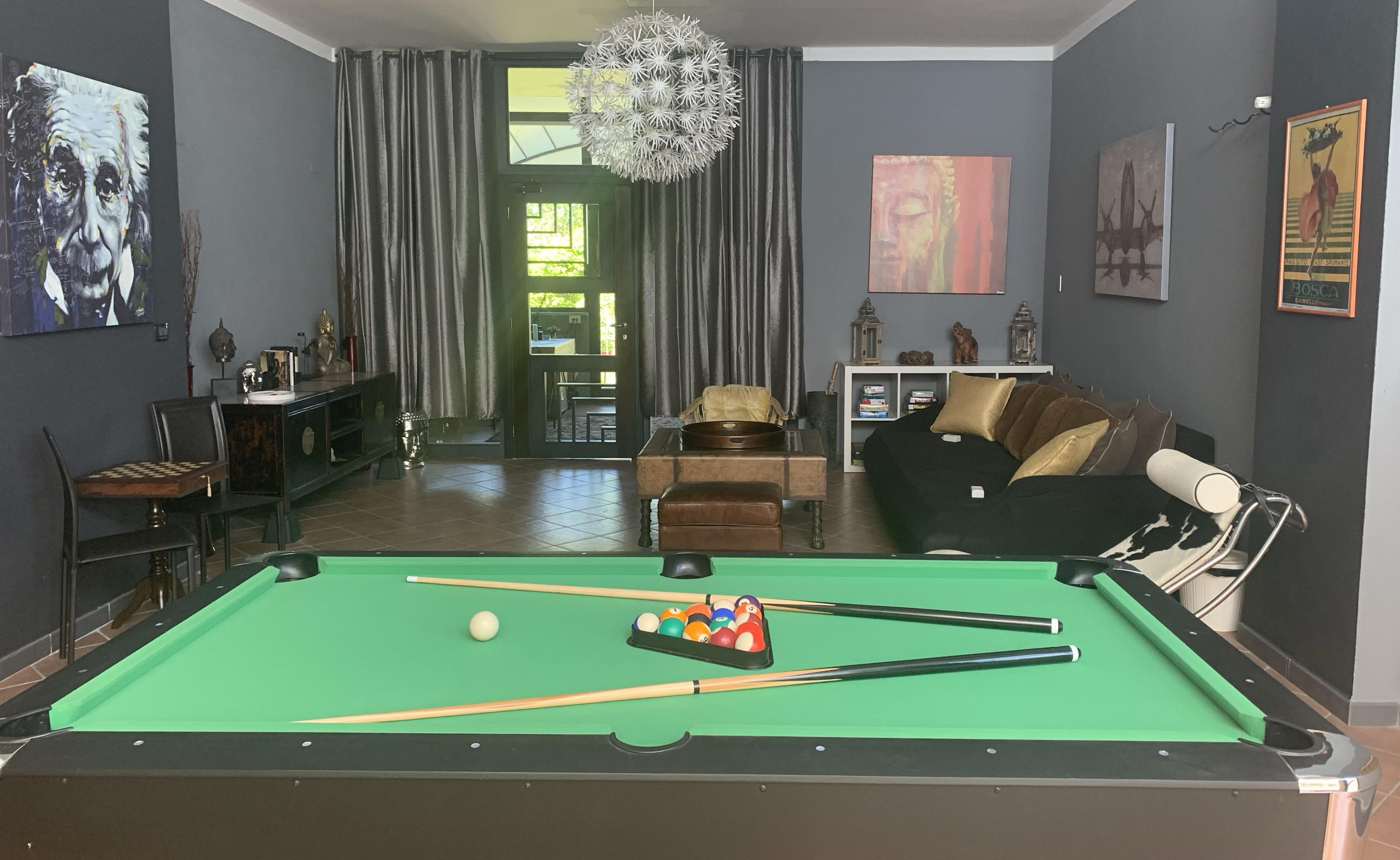 pool / billiards table