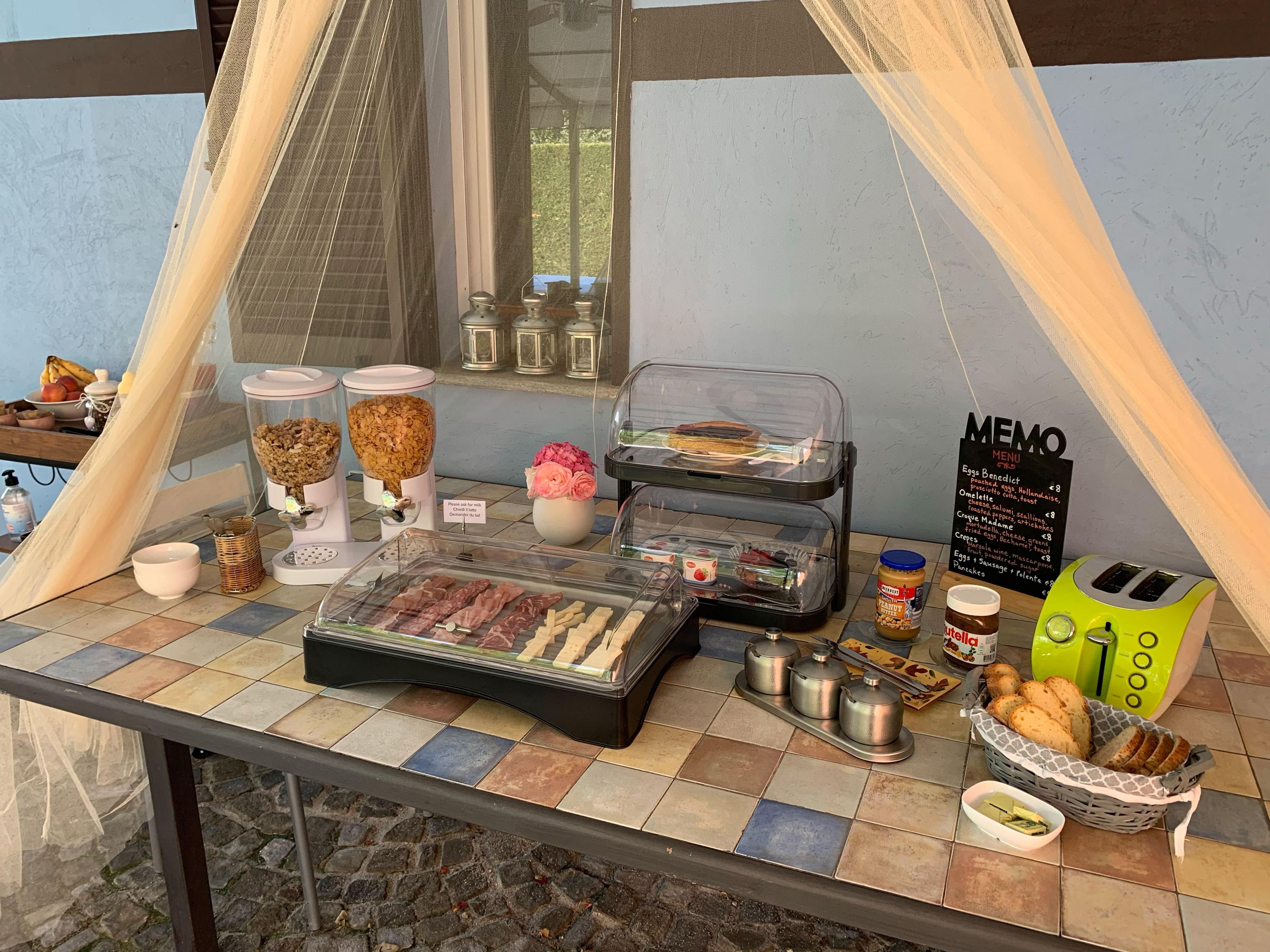 outdoor breakfast buffet