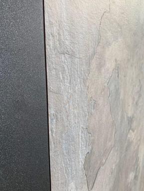 HPL-панель 0497 Stonehenge у поєднанні з ал.панеллю у структурному спец.кольорі 0580