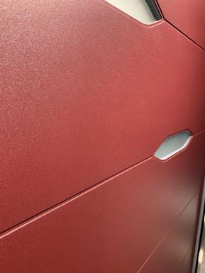 Алюмінієва панель у спец.кольорі з фрезеруванням та частковим заскленням