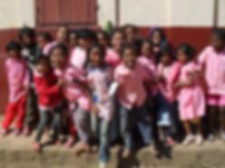 association madagascar humanitaire solidarité un cartable a la main