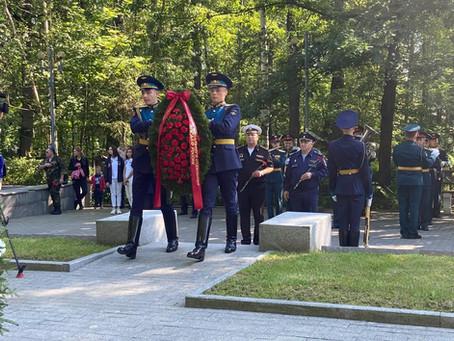 На Серафимовском кладбище почтили память погибших десантников
