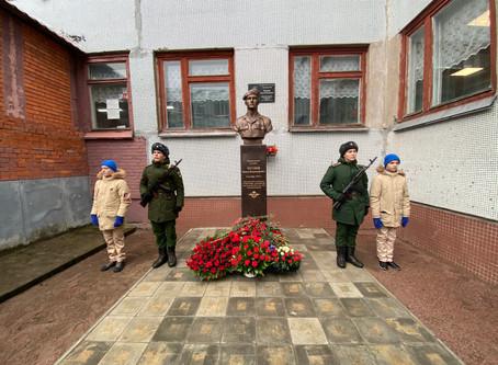 Памятный бюст погибшего в Чечне десантника гвардии рядового Вадима Чугунова открыли в деревне Оржицы