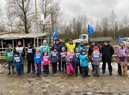 В Петергофе прошли соревнования по дог-биатлону