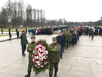 На Пискаревском кладбище возложили венки в память о жертвах Блокады Ленинграда