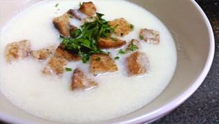 מרק שום סלובקי Cesnakova polievka