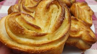 פליושקי - לחמניות מתוקות, מאפה שמרים רוסי במילוי חמאה וסוכר