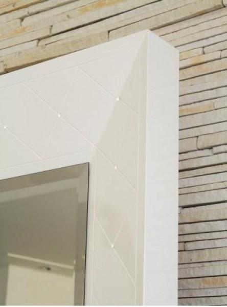 3PC20_Espelho com Moldura Laca Branca Chanfrada e Bisotada