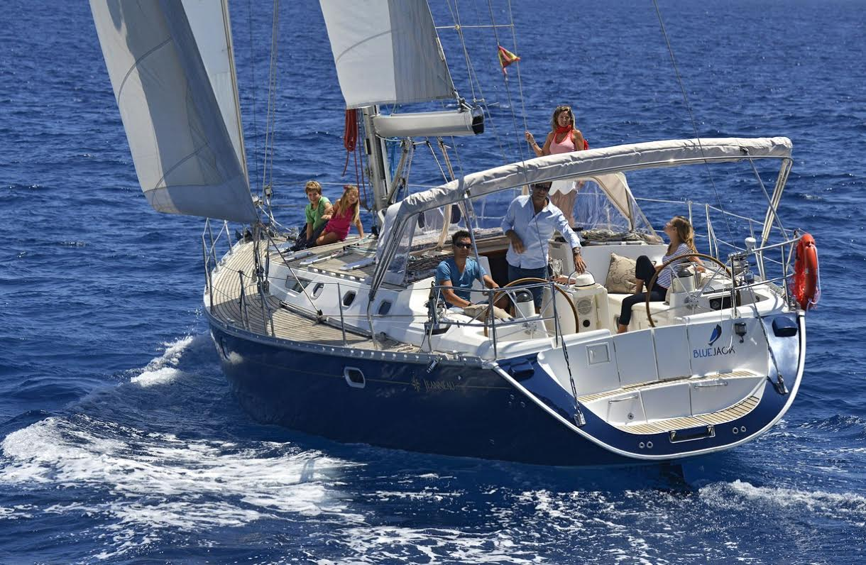 luxury-sailing-yacht-for-hire