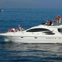 luxury-motor-yacht-charter