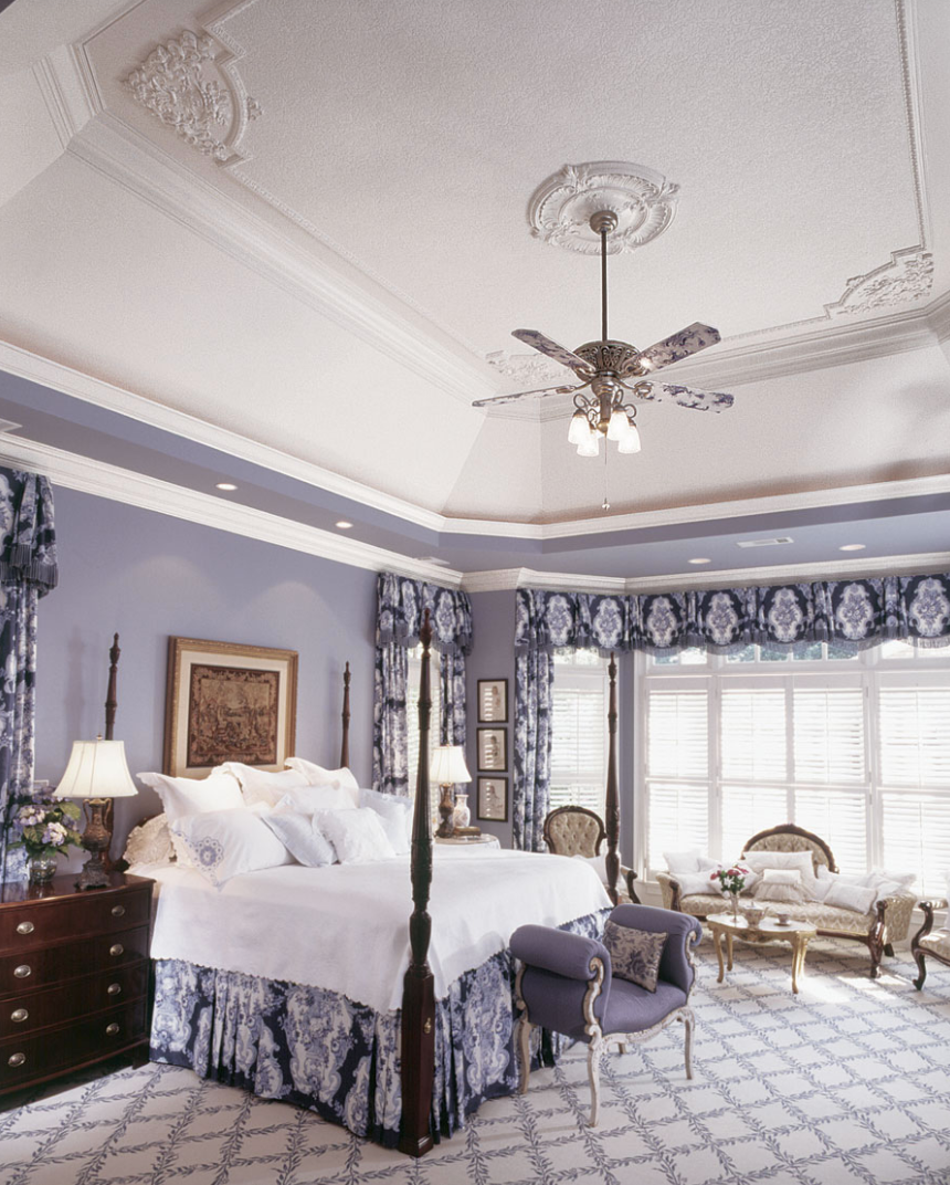 ornate ceiling molding design with ceiling medallion