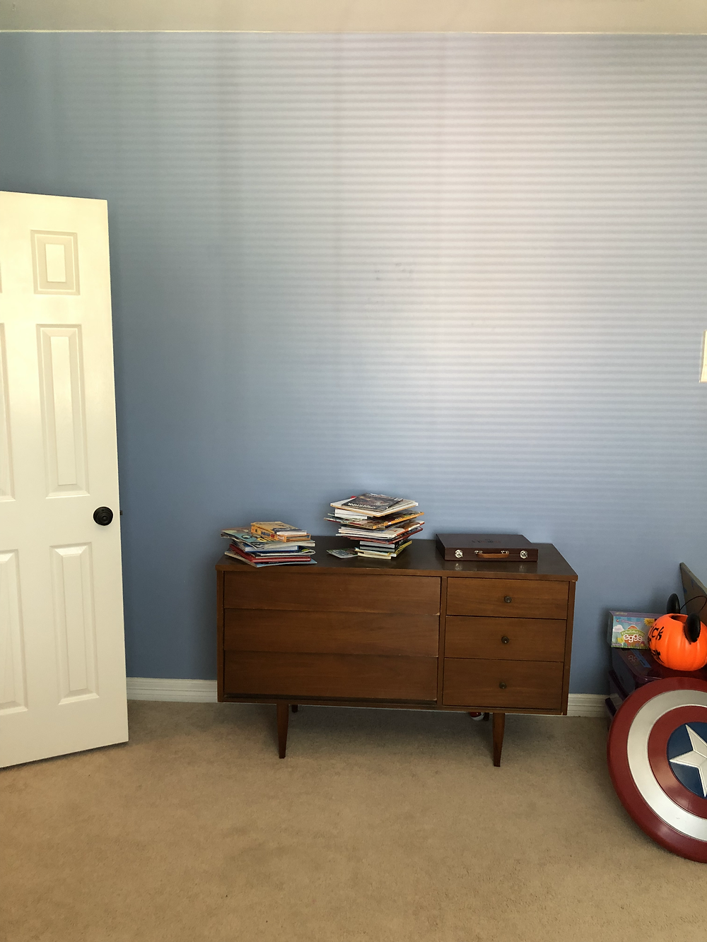 blue kids room before with built ins