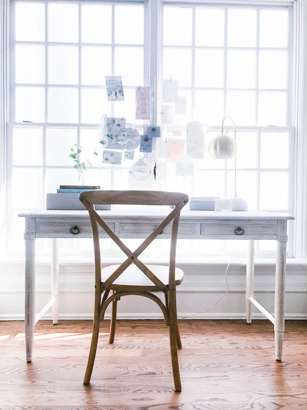 grandmillenial girly office space design deck and chair