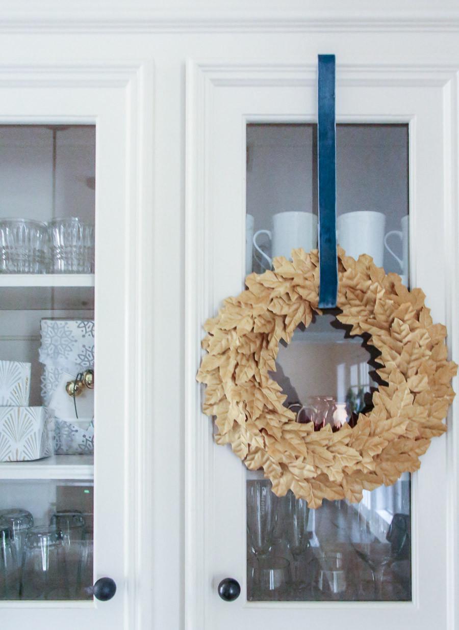 DIY gold Christmas wreaths, kitchen Christmas decor